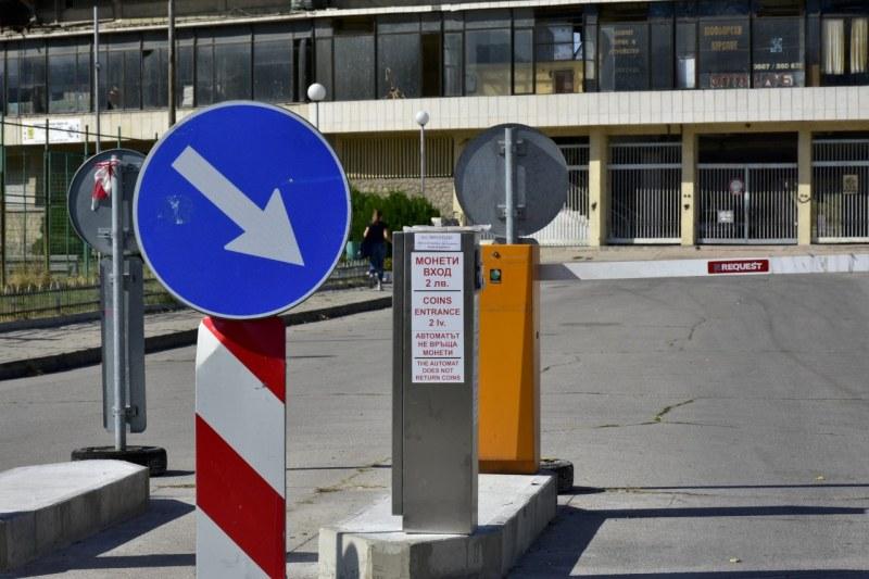 Обособяват 150 безплатни паркоместа до Гребната, бариерите са вече автоматични