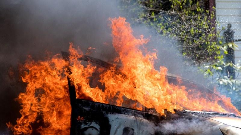 Тежка катастрофа край Пловдив! Порше се преобърна и избухна в пламъци