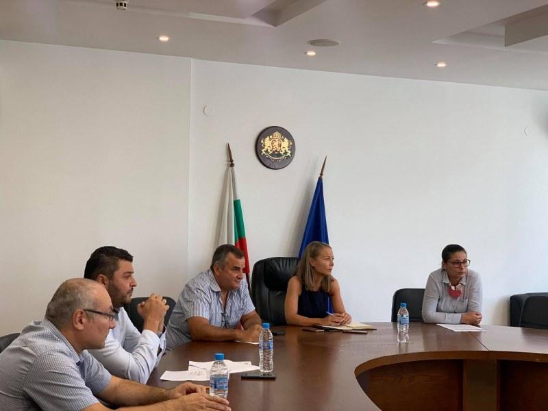 Протестиращи срещу кариера в Първенец на среща с Каназирева, предстои и обществено обсъждане