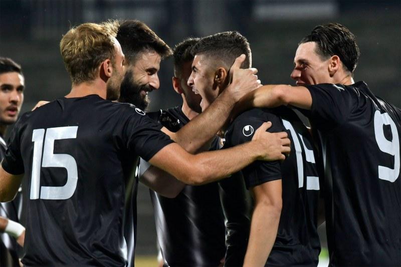 Локомотив победи с 3:1 Етър в среща от шестия кръг в елита
