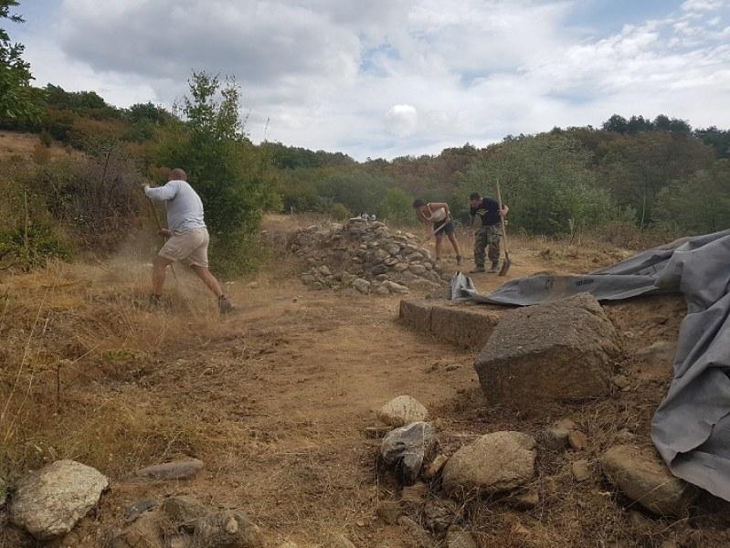 Продължават проучванията на тракийското селище край Карлово, обект от световно значение
