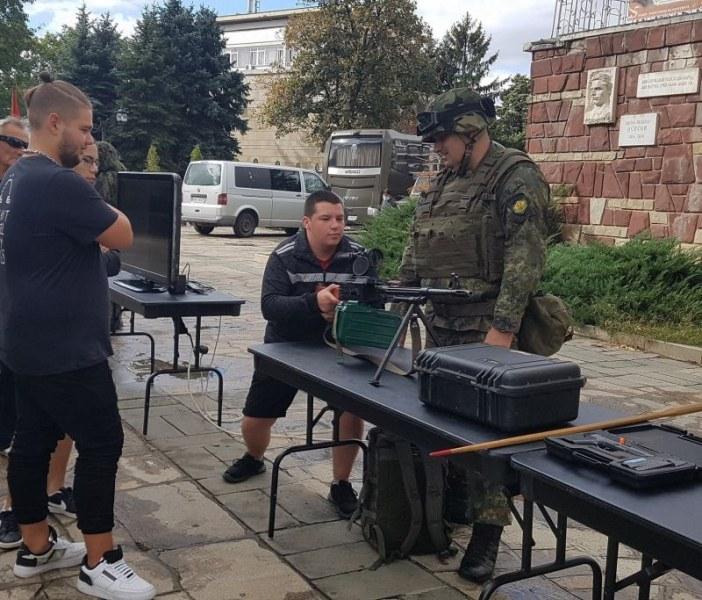 Търсят войници в Карлово и Казанлък