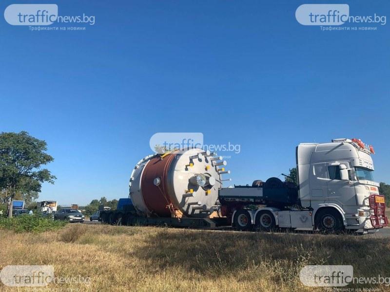 Тежка катастрофа край Садово! Автобус и камион се удариха на печален участък
