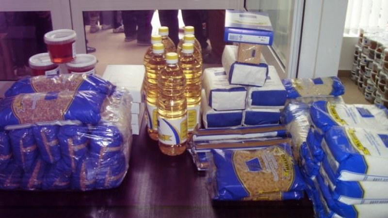 БЧК раздава хранителни пакети в Раковски