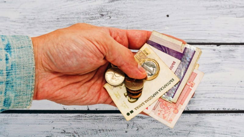 Вдигат минималната пенсия и тавана от 1 януари