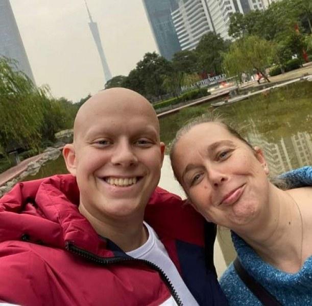 Боецът със заразителен оптимизъм Георги Арнаудов продължава да помага от небето на болни деца