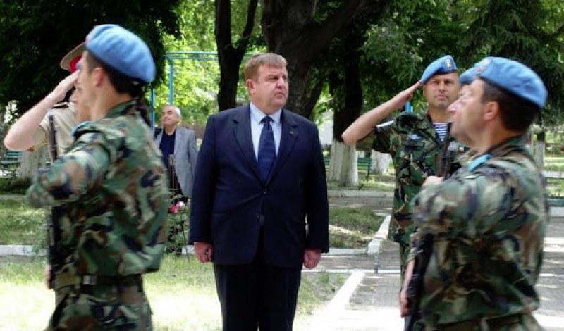 Каракачанов пристига в Пловдив за бойния празник на Военновъздушните сили и Деня на парашутиста