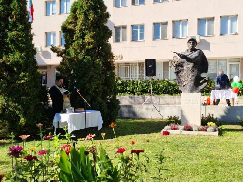 Брезово отбеляза рождението на Златю Бояджиев, откриха паметника на художника