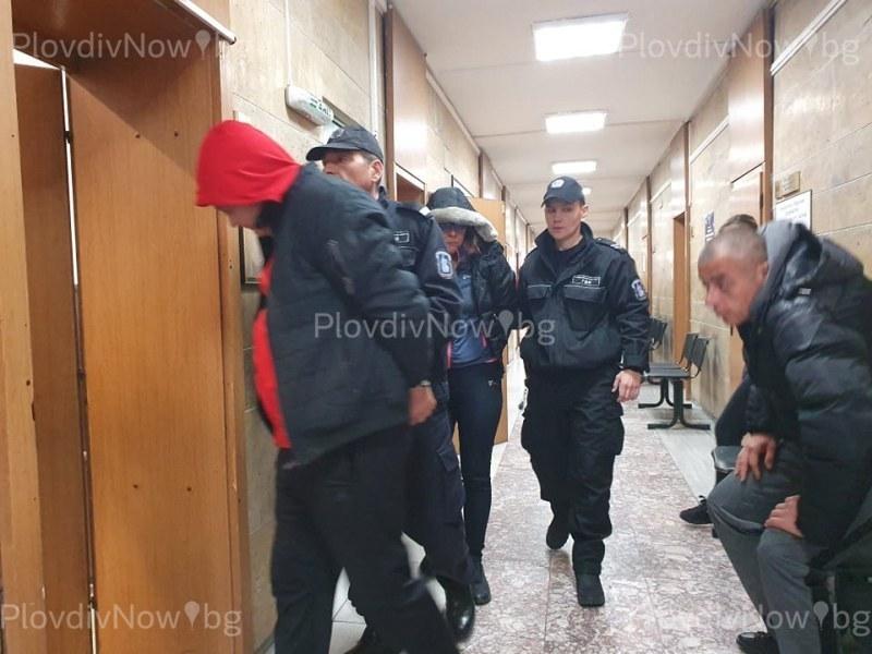 Цветанка и гаджето й, хванати с кило хероин край Съединение, се разбраха с прокуратурата
