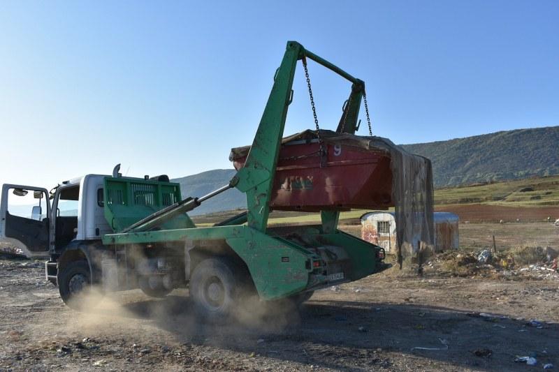 Почистиха голямо незаконно сметище на околовръстното на Асеновград