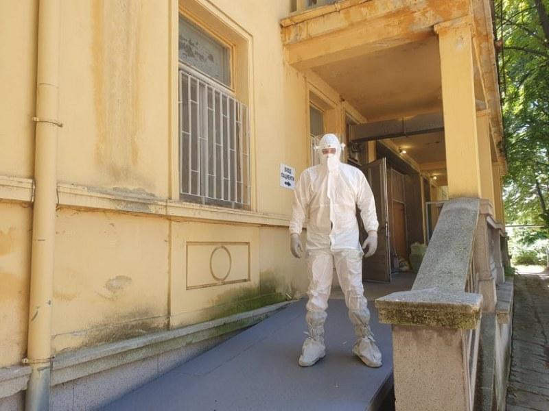 Рекордни 2243 случая на коронавирус у нас, абсолютен рекорд и в Пловдивско