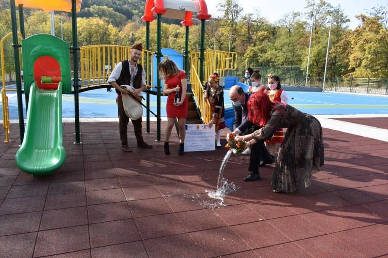 В Асеновград: Прерязаха лентите на 3 обновени детски градини и 2 училища