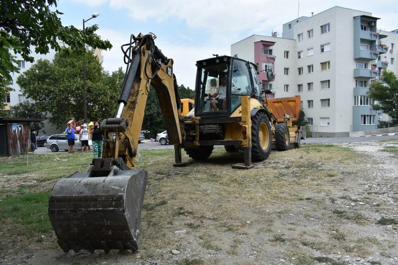 """Строителството в Зона 5 на квартал """"Запад"""" в Асеновград тече по план и по график"""