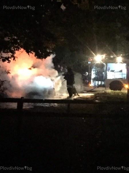 Инцидент на Гребната! Кола избухна в пламъци ВИДЕО