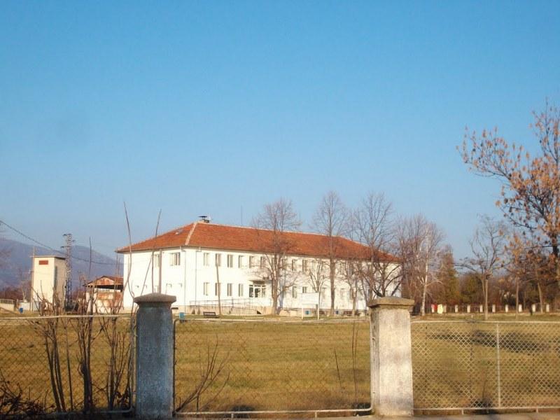 Ковид и в дом за стари хора в Хисарско, заразена е и мед. сестра в детска градина