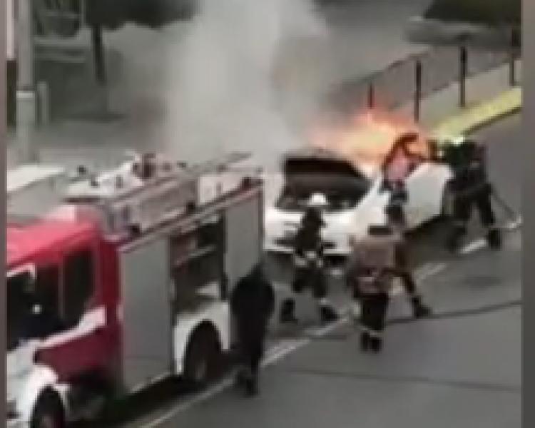 Автомобил се запали в центъра на Пловдив