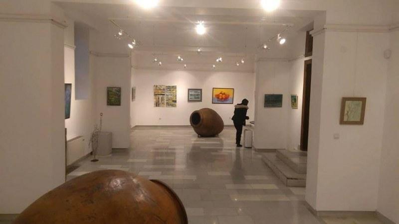 Нова изложба отваря врати в Перущица, картините дарени от Художествената гимназия