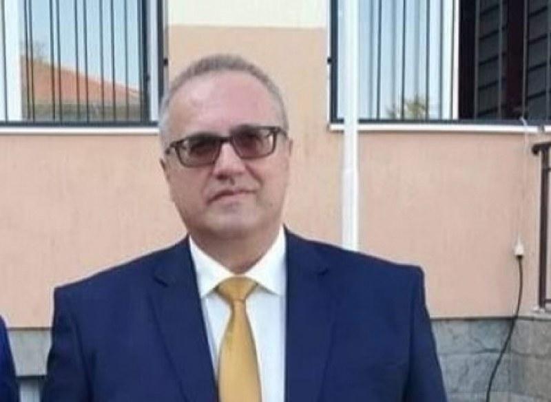 Директорът от Асеновград, се лекувал вкъщи, часове след него починала и майка му
