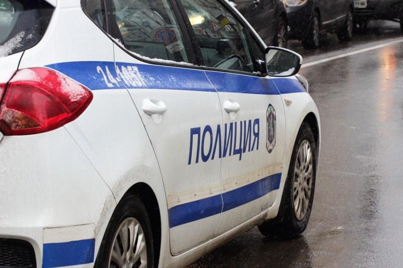 Екшън в Белащица! Чужденец бяга от полицаи, изхвърли незаконно оръжие