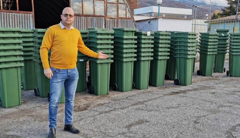 Нови съдове за смет в Сопот заменят старите и амортизираните