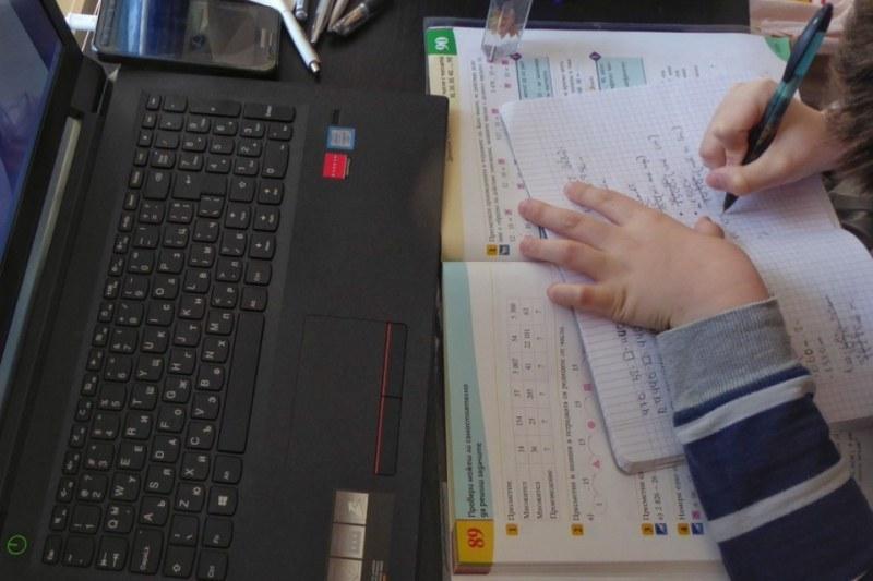 Таблети и лаптопи осигурени за деца от социални центрове в Асеновград