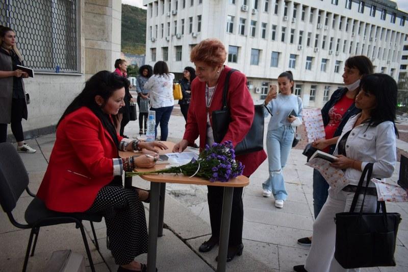 Писателката Мария Лалева в Асеновград: Да благодарим за изпитанията!