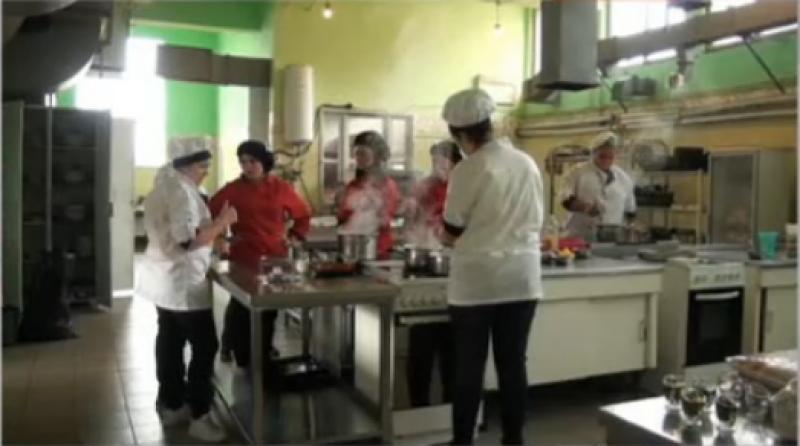 Учители от Сопот подкрепят с вкусна храна медиците от ковид отделението в Карлово
