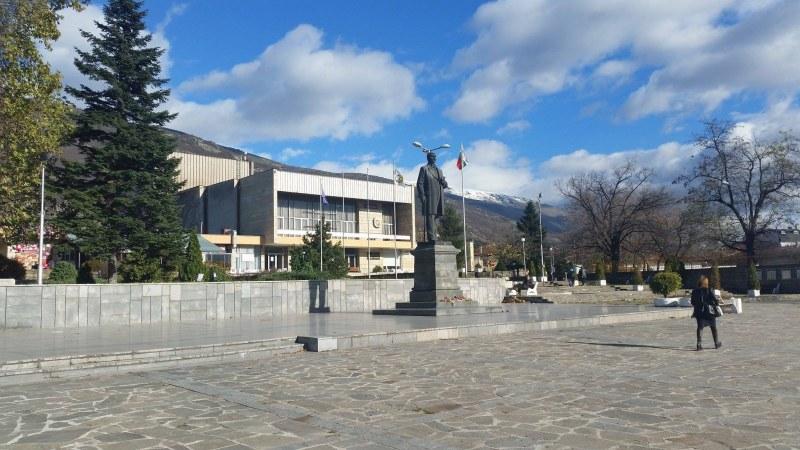 Библиотеката в Сопот продължава да работи, а къщата на Вазов затваря за посетители