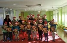 Деца се забавляваха на коледна работилничка в Карлово