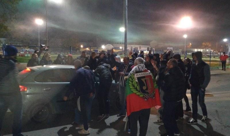 Феновете на Локо Пд благодариха на отбора за историческата победа