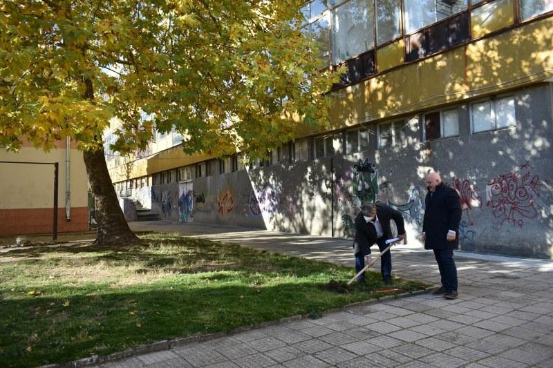 Започва ремонт на гимназия в Асеновград, направиха първа копка