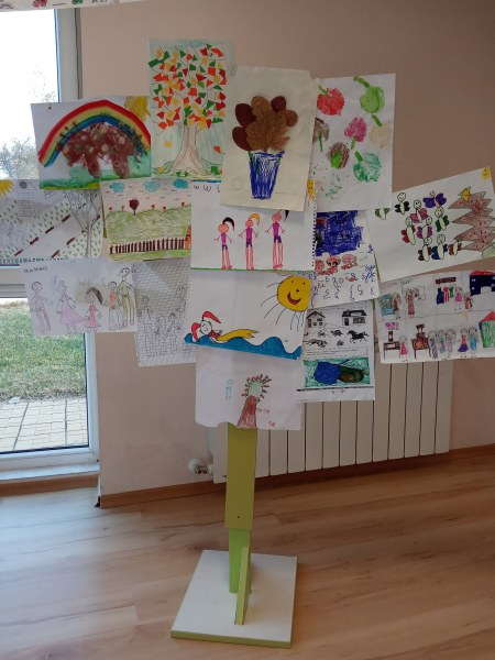 Фестивал на рисунките за рождения ден социален център в Асеновград