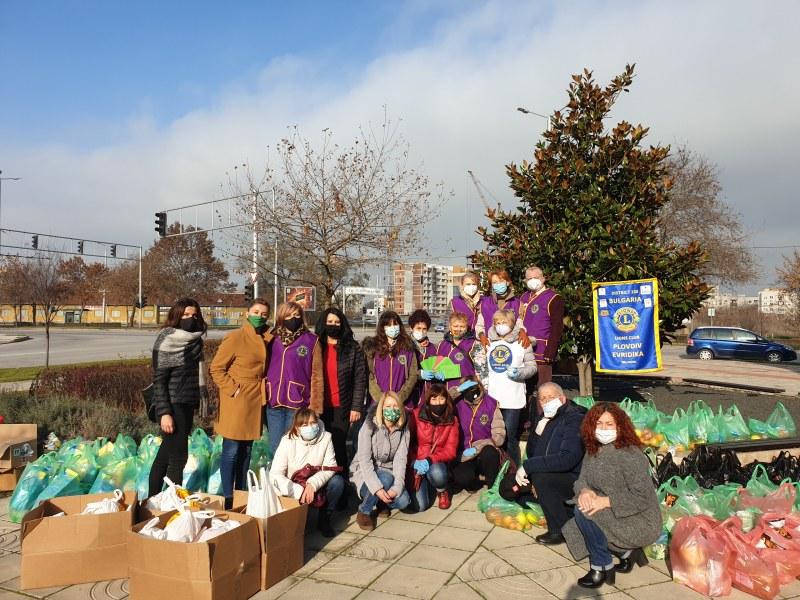 42 семейства в нужда от Тракия и Кючука получиха  хранителни и санитарни продукти