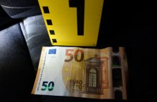 Тийнейджър в Първомай в ареста, тръгнал да шофира, подхвърлил евро на полицаи