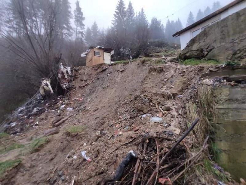 11 души пострадали при свлачището в Родопите, сред тях 7 деца