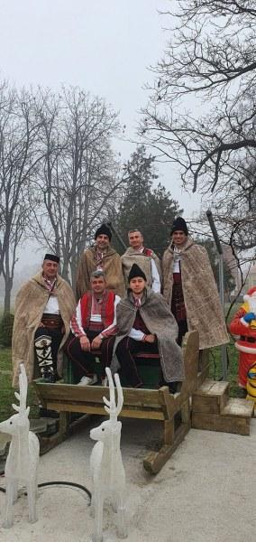 Автентични народни носии и нова сцена за танцьорите в Стамболийски