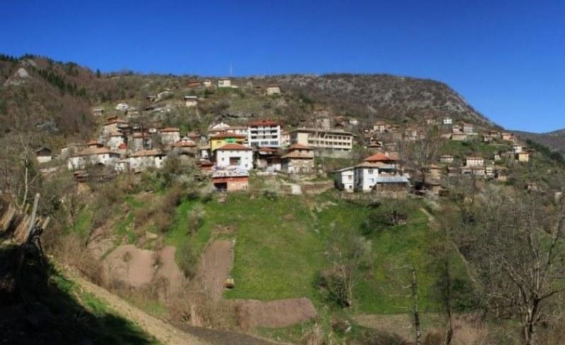 Опасност от свлачище в село Дряново, евакуираха хората от две къщи