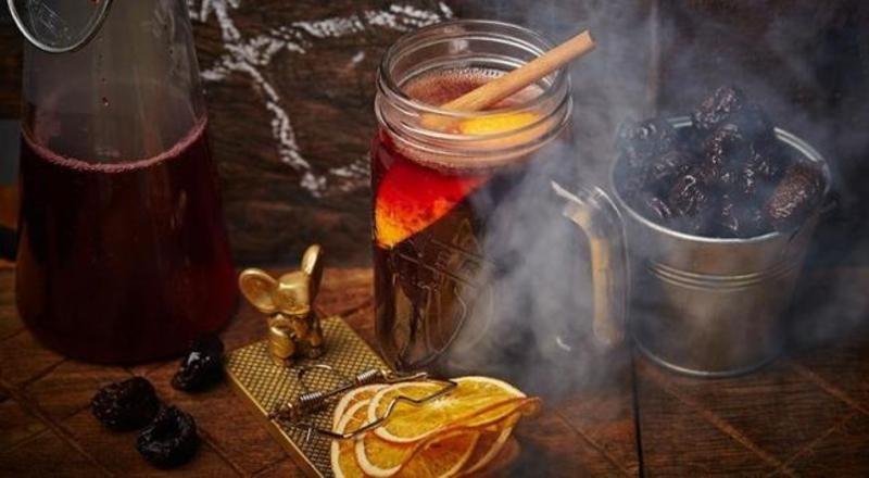 За студените зимни дни - как да си направим греяно вино?