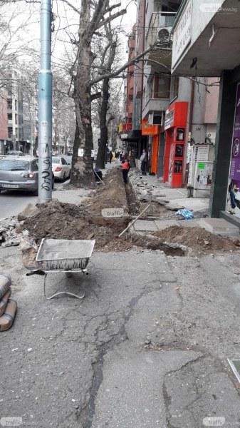Кабелен оператор разкопа без разрешение центъра на Пловдив