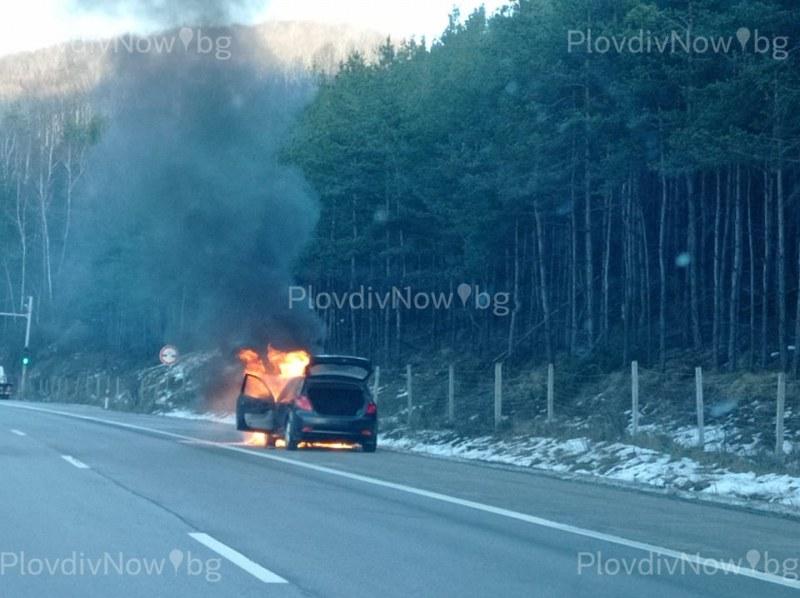 Автомобил се запали на магистрала Тракия