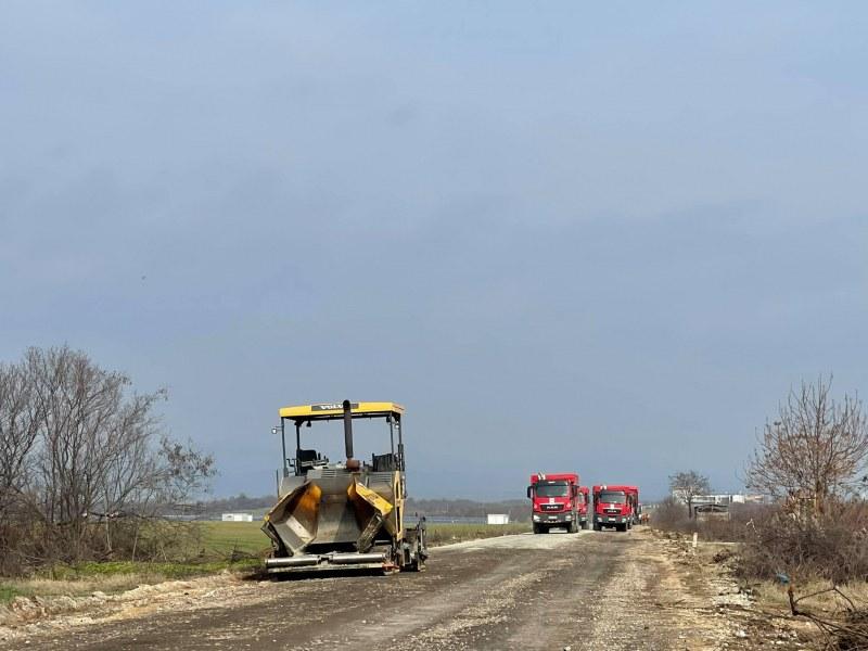 Провериха как върви ремонтът на пътя Раковски-Брезово, ще приключи в срок