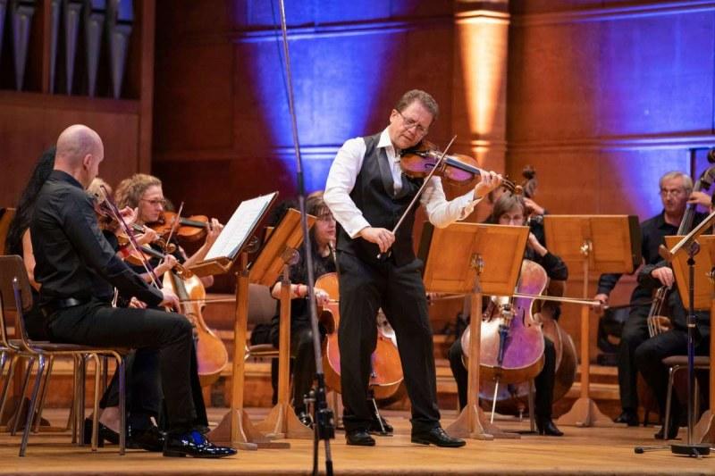 """Веско Пантелеев-Ешкенази свири забележителните """"Годишни времена"""" от Вивалди и Пиацола в Асеновград"""