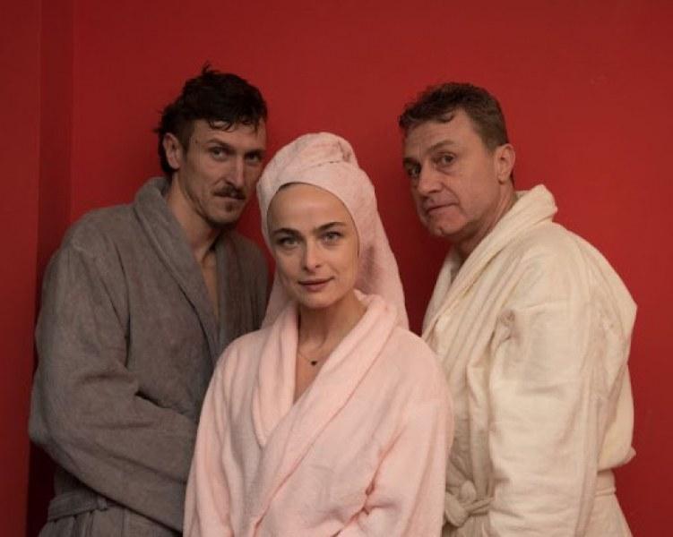 Емил Марков, Йоана Буковска и Димо Алексиев забъркани в абсурден любовен триъгълник на сцената в Пловдив