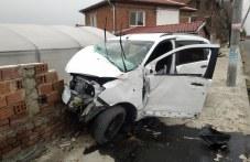 Дрогиран шофьор за заби в стълб и ограда край Садово