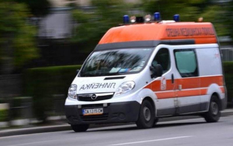 Катастрофа в Пловдивско: 80-годишен шофьор не спря на СТОП, жена му е в болница