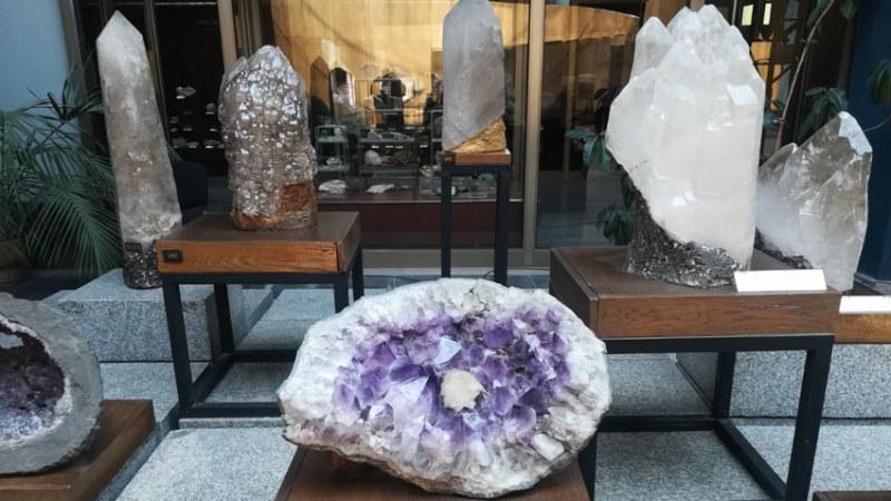 Любопитна изложба в Хисаря - минерали, скъпоценни камъни, кристали