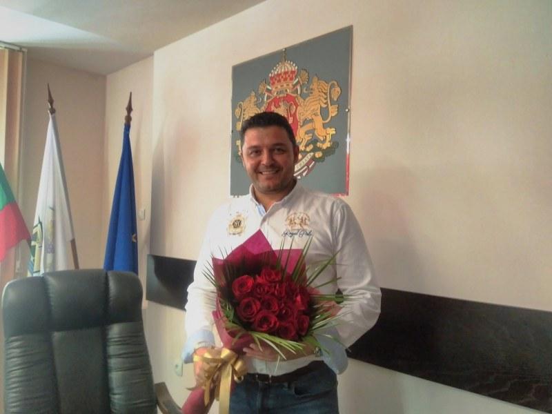 """Кметът на """"Родопи"""" поздрави медиците: Вие сте символ за силата на човешкия дух, милосърдие и търпение"""