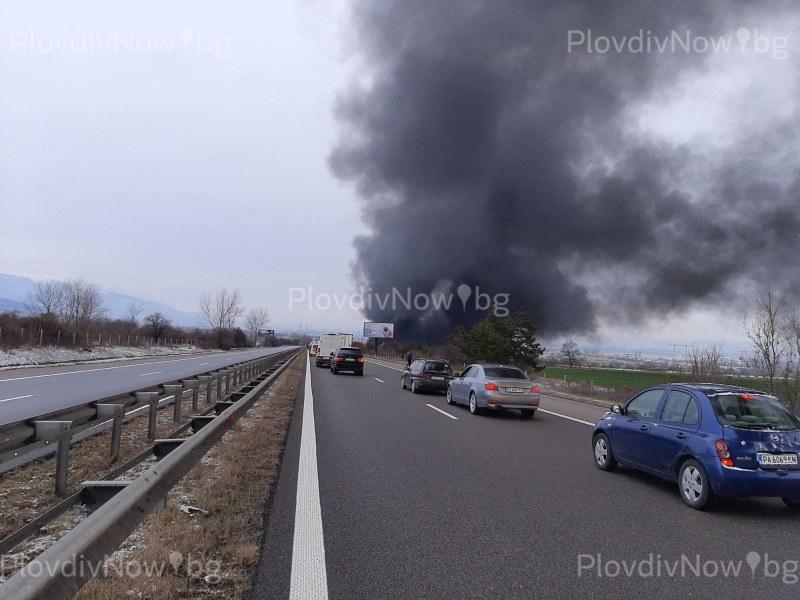 """Катастрофа и запален камион на магистрала """"Тракия"""", участъкът е затворен"""