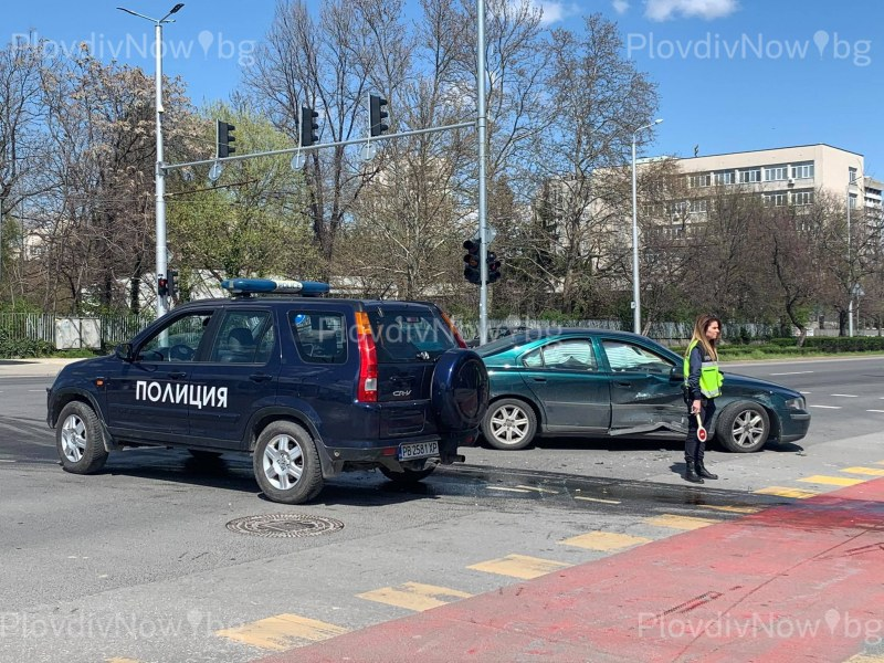 Катастрофа стана на кръстовище в Пловдив, има пострадал