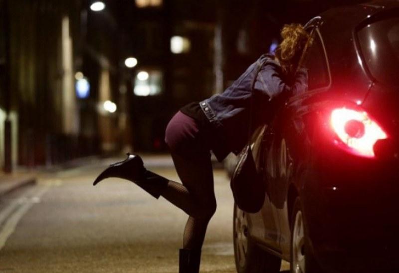 Пет пъти за месец арестуват жрица на любовта на Централна гара, пуснаха я срещу глоба от 1000 лева